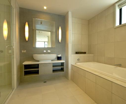 Rees Guestroom Bathroom